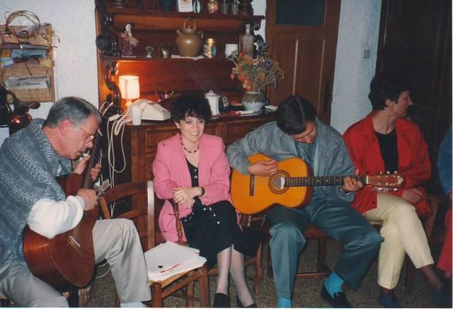 Rhone-Roumanie: Réunion et chants à St Martin en Haut, 1994. Jean Claude Ferre, Cristina Toma, Mihai Socoliuc, Mme Pascu
